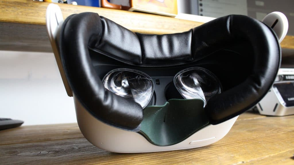 VR Cover Oculus Quest 2 attached